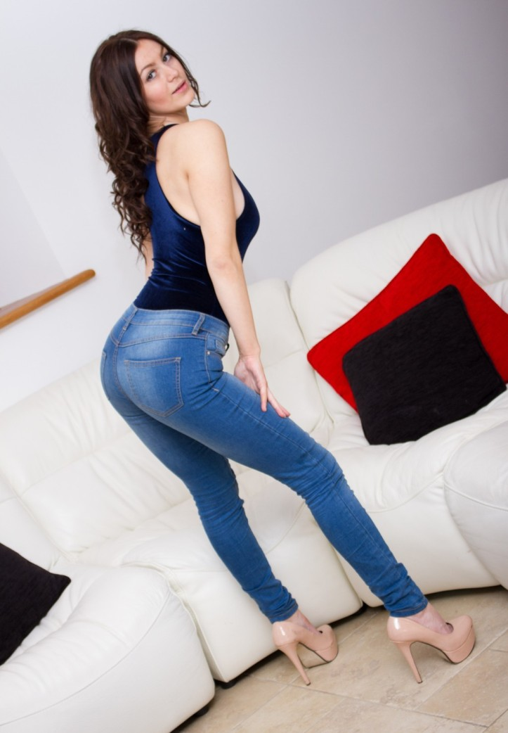British Hot Model Summer St. Claire is posing in tight jeans for Skin Tight Glamour