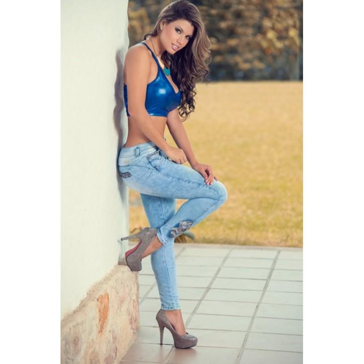 Eliana Pinillos for catalogo of Gogo Latin Jeans (7)