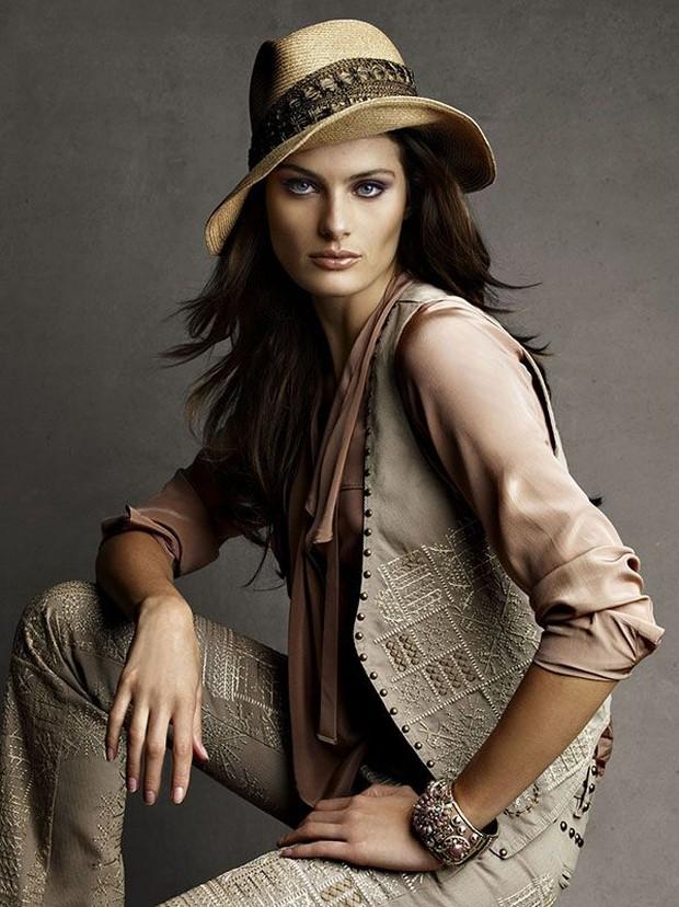 Isabeli Fontana  by  Patrick & Victor Demarchelier for Vogue Brazil November 2010