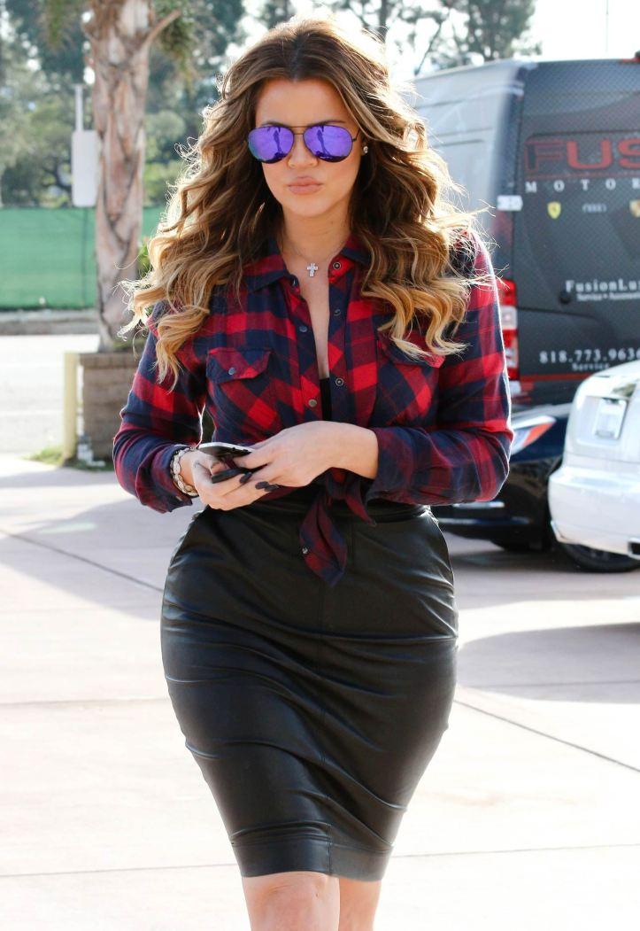 Khloe Kardashian in tight black leather skirt while filming in Calabasas (15)