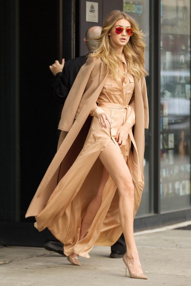 Model Gigi Hadid is seen walking in Soho on December 8, 2015 in New York City (6)