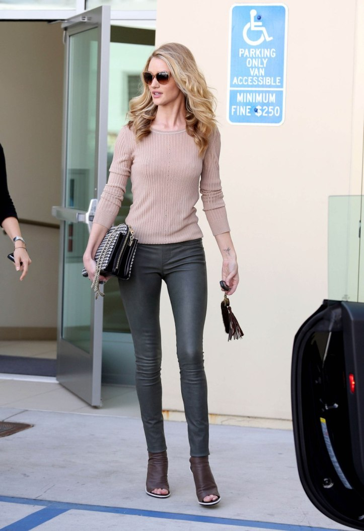 Rosie Huntington-Whiteley shops at Chanel in Beverly Hills-California on February 21 2012 (2)