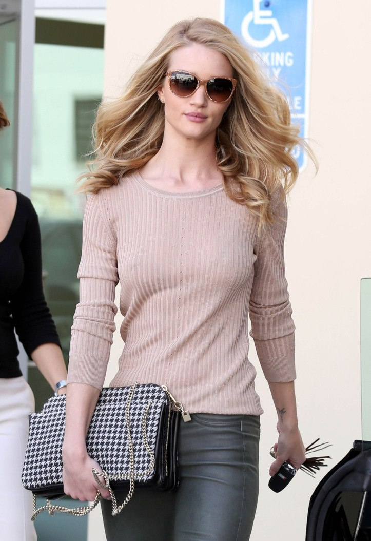 Rosie Huntington-Whiteley shops at Chanel in Beverly Hills-California on February 21 2012 (6)
