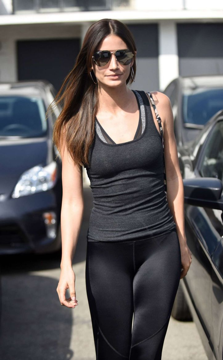 Lily Aldridge in Tights Leaves a Salon in Los Angeles March 04 2016