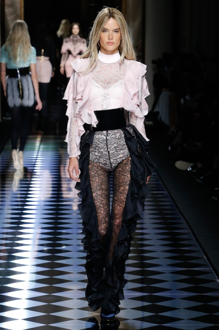 Balmain Fall 2016 - Paris Fashion Week Show