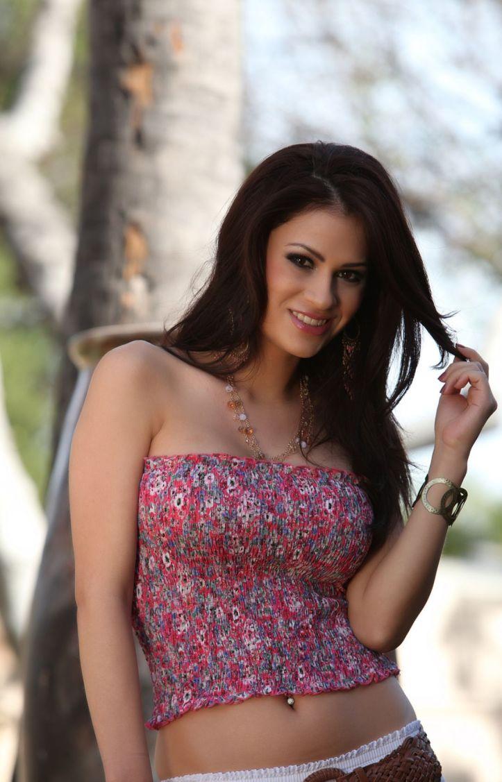 Hot Latina Model Vanessa Veracruz photo-shoot  (3)