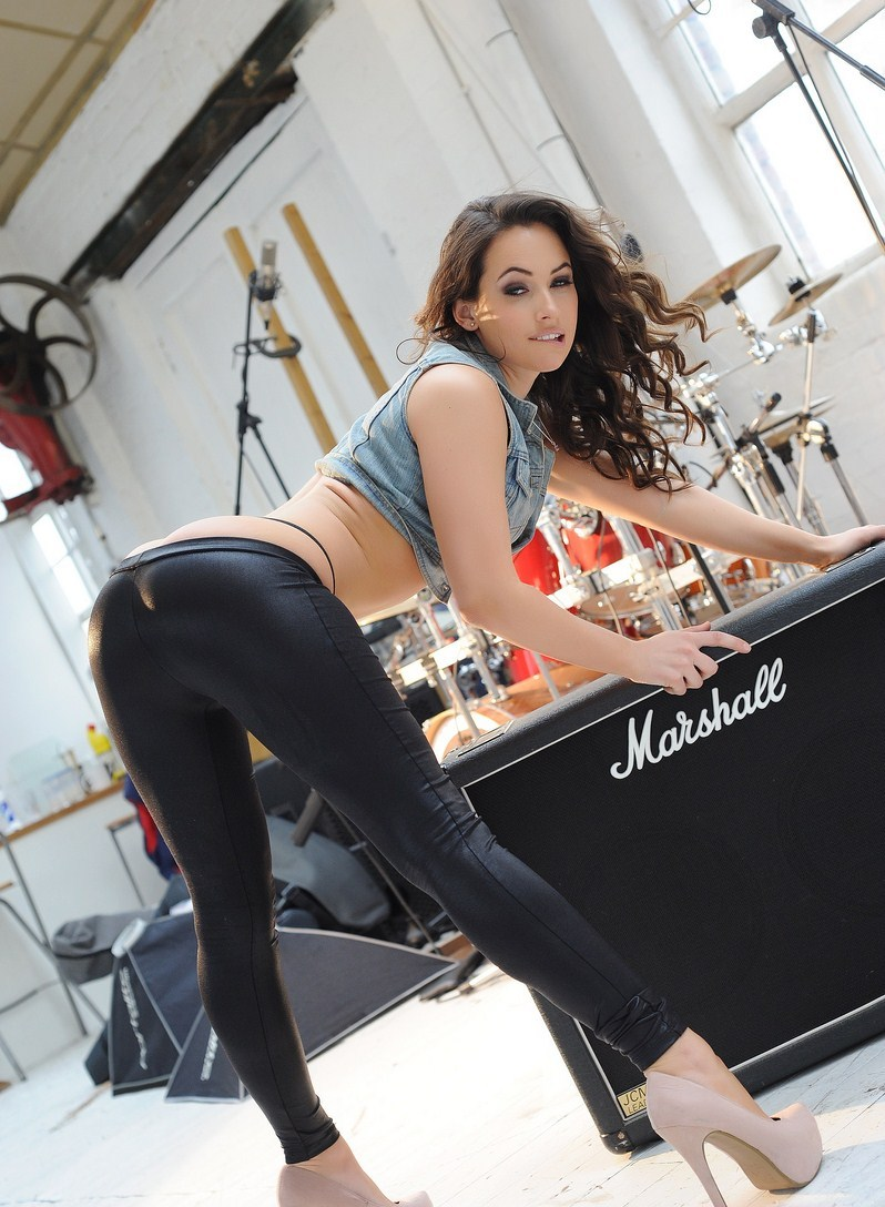 Anastasia Harris in tight black leather legging Set
