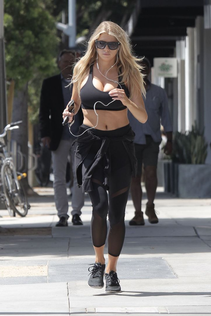 Charlotte Mckinney leaves a gym in Los-Angeles on May 11 2016
