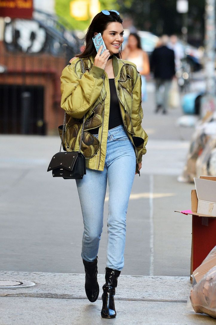 Kendall Jenner  in urban outfit at New York city on June 21-2016 (5)