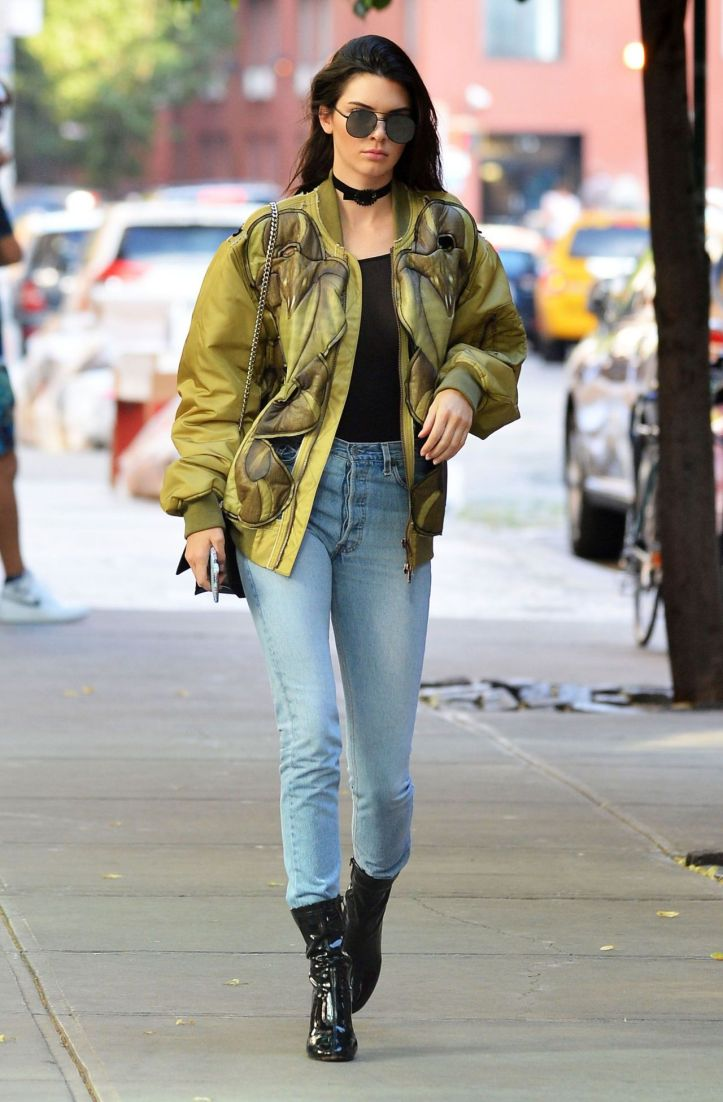 Kendall Jenner  in urban outfit at New York city on June 21-2016 (6)