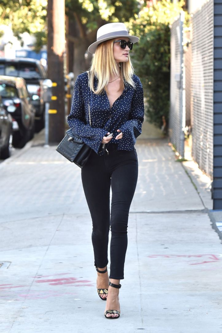 Rosie Huntington-Whiteley Out and About in West Hollywood on July 07 2016 (1)