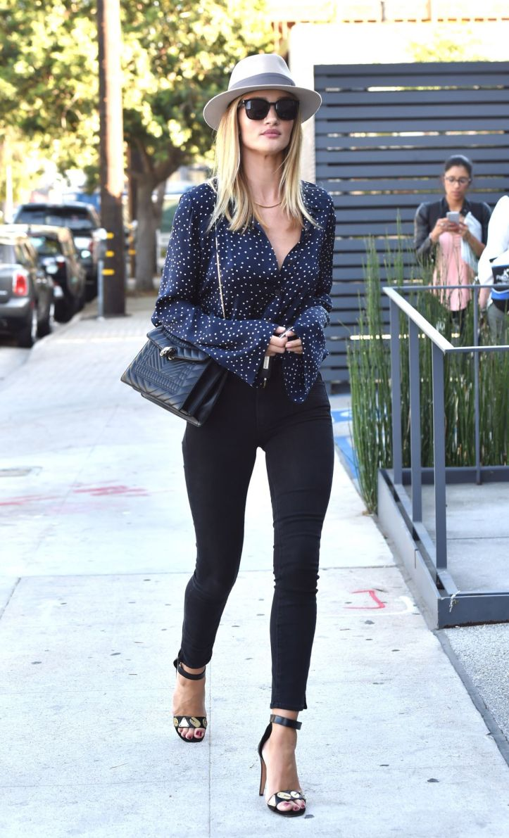 Rosie Huntington-Whiteley Out and About in West Hollywood on July 07 2016 (2)