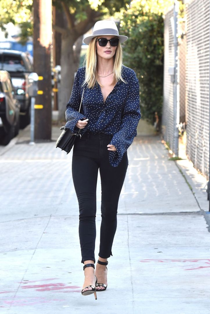 Rosie Huntington-Whiteley Out and About in West Hollywood on July 07 2016 (7)